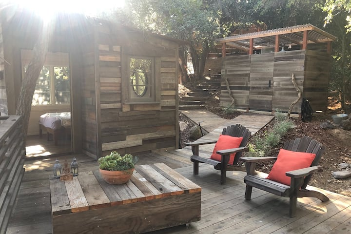 The Flying Pig Treehouse Oasis