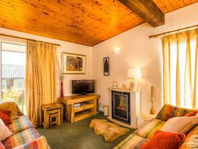 Evergreen Lodge, Tranquil Setting, Close To Coast - Clovelly - Natur-Lodge