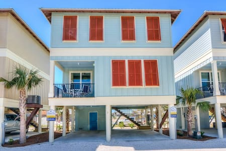 Gorgeous beach cottage.  3 min WALK to beach! Pool,Grill!