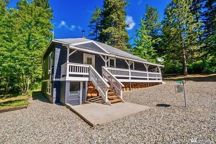 Rustic Cabin Near the Cle Elum Lake!