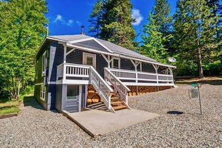 Rustic Cabin Near the Cle Elum Lake!