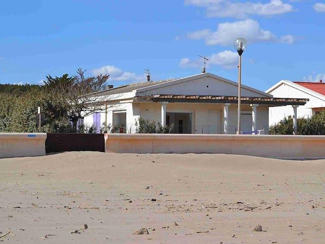 VILLA face à la plage avec terrasse et jardin - Narbonne - Huis