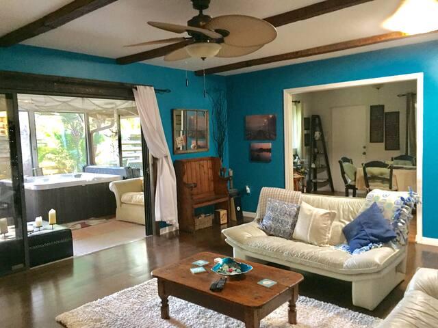 Stylish Cozy Home, private Hot Tub near Siesta Key - Sarasota - Casa