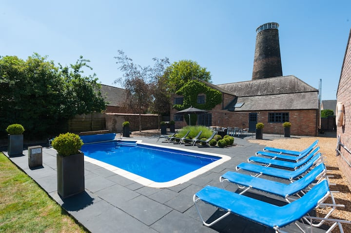 7 Storey Grade II  Windmill with Outdoor Pool