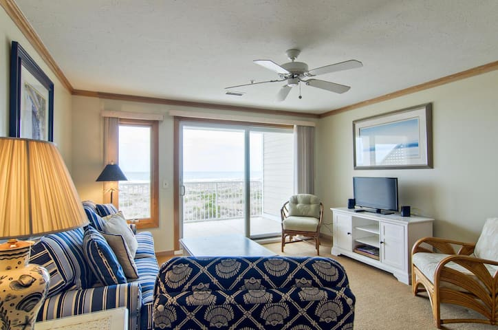 Lange-Wrightsville Dunes-Coastal style condo nestled in the dunes at the north end