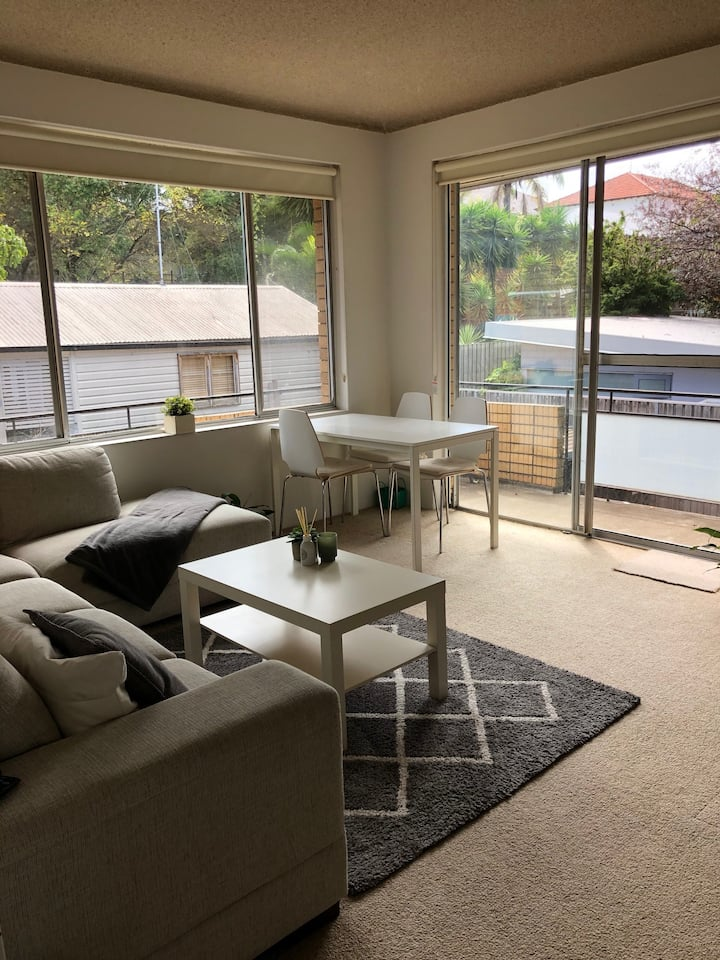 Peaceful private double bedroom near Coogee Beach