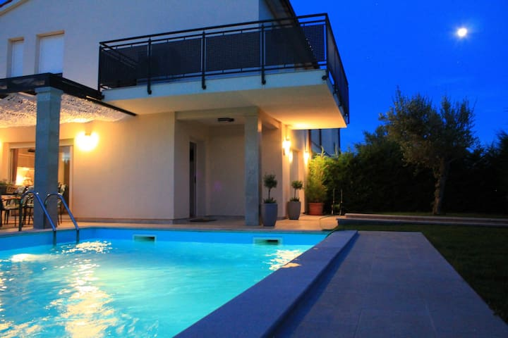 Villa Divina with heated pool - Banjole