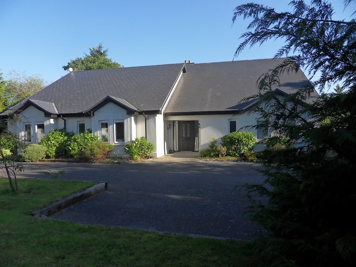 Killarney-large group accommodation (4 units in 1)