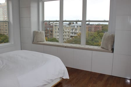 Beautiful Bedroom in Spacious & Sunny Apt - Brooklyn - Apartment
