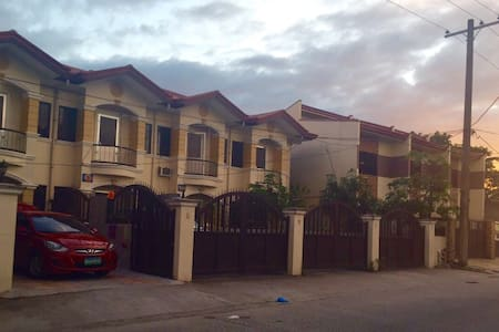 Bed & Breakfast near Clark Airport - Angeles - Bed & Breakfast