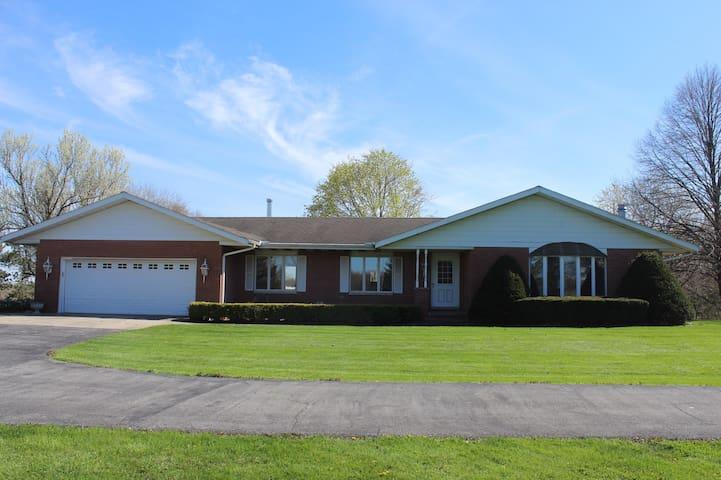Countryside Manor near I-65