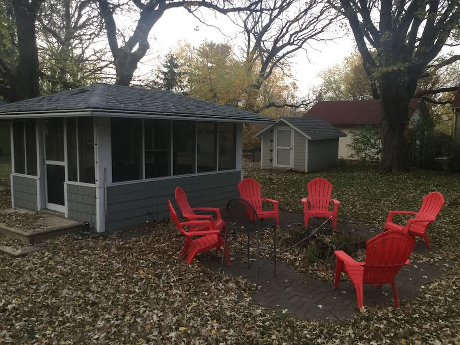 Screen porch, patio, and bonfire pit for classic winter fires !