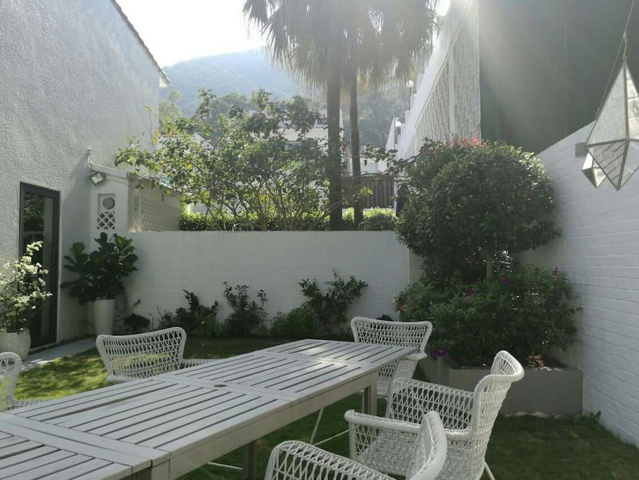 Upper garden with outdoor dining