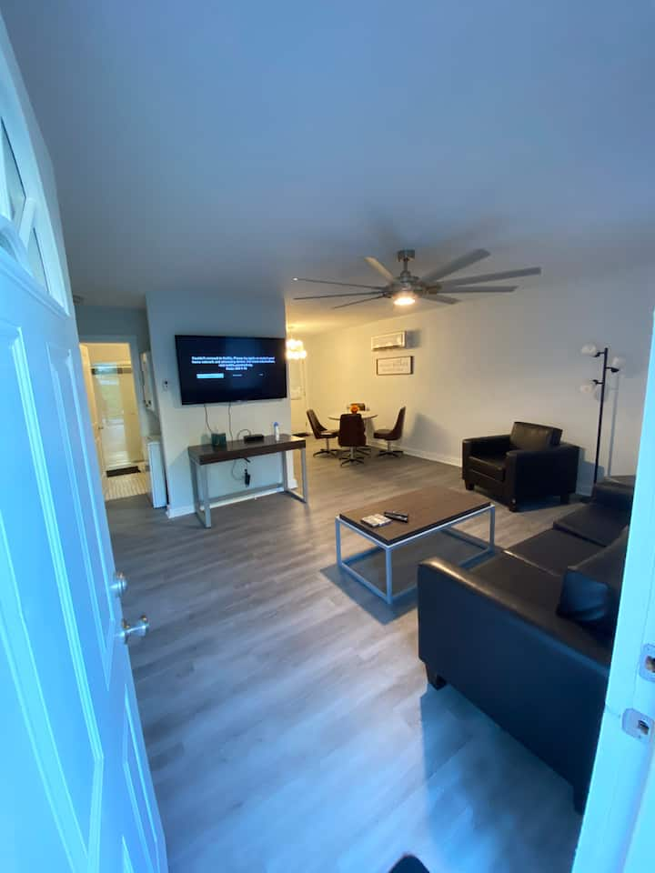 A-Q 2 bedroom apt with everything you need