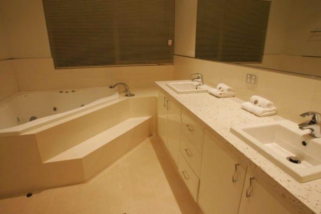 Bathroom with Spa bath