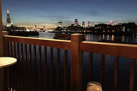 Large double in central London by the Thames - Λονδίνο