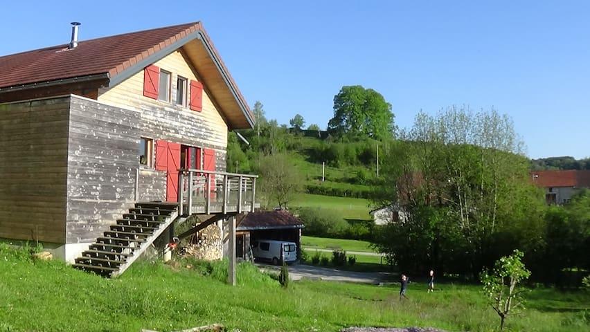 côté ouest : terrasse avec vue dégagée