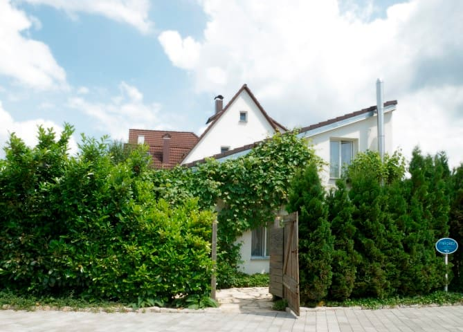 Atelier-Zimmer - Kusterdingen - Casa
