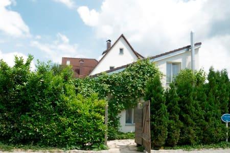 Atelier-Zimmer - Kusterdingen - Huis