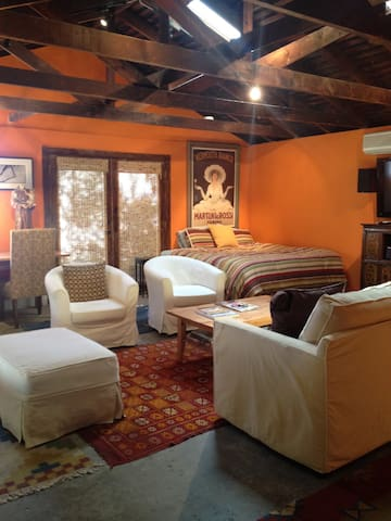 Beautiful guest cottage for 4 - Altadena - House