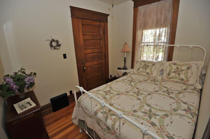 Tritsch House B&B- Buehler Room