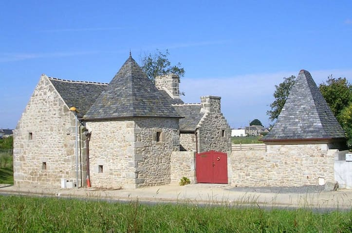 Ferme-manoir de Pont-Jegu, XVI ème - Cléder - House