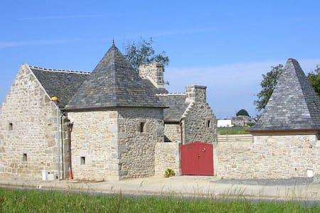 Ferme-manoir de Pont-Jegu, XVI ème - Кледе - Дом
