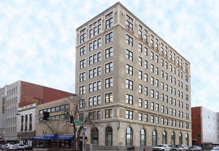 Comfortable Condo in Downtown Lincoln