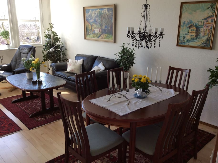 Spisestue og spisebord til 6 mennesker