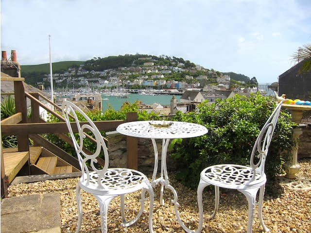Garden Studio + 180° harbour views+car park permit