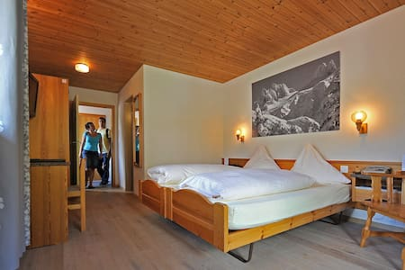 cozy room with walking distance to the attractions - Engelberg - Bed & Breakfast
