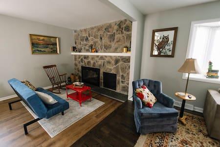 Cozy House Great Rates to Sleep 10+! - Aurora - Maison