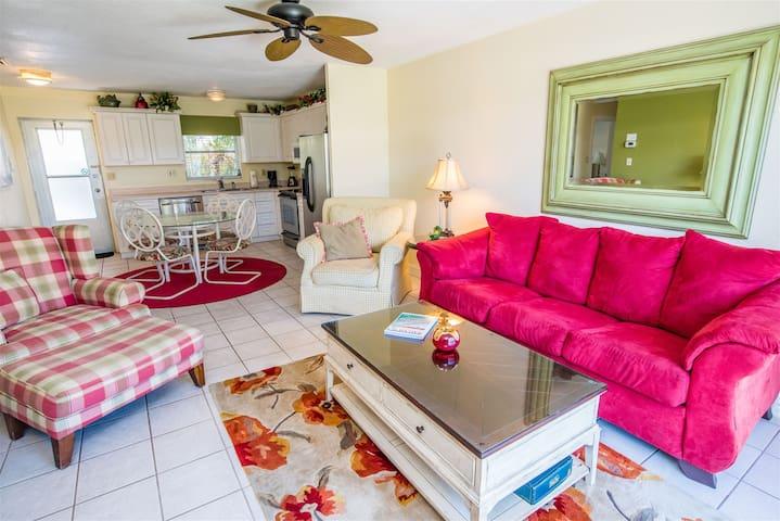 REZRentals - Jamaica Royale #Villa 11 - Updated 2 Bed / 1 Bath Villa