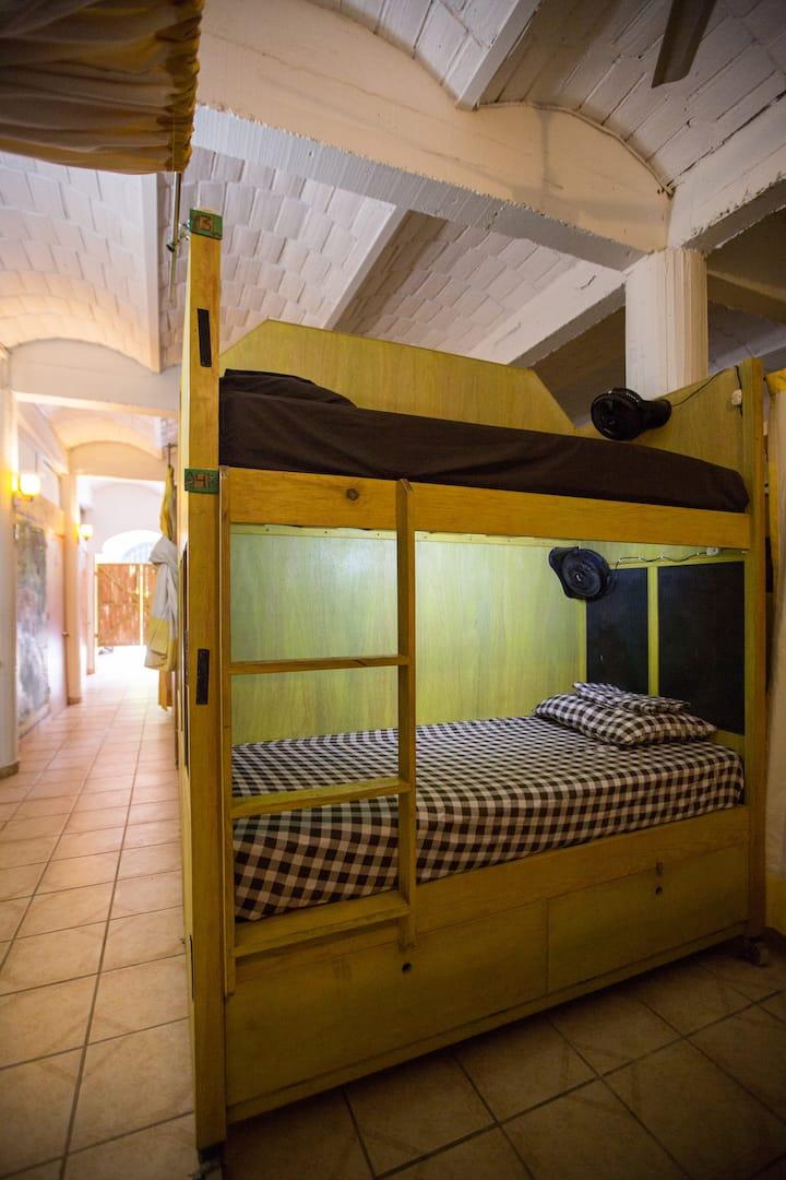 cama individual  area compartida 3
