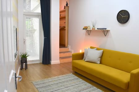 Modern & Stylish Edinburgh 1 Bed Flat with Garden