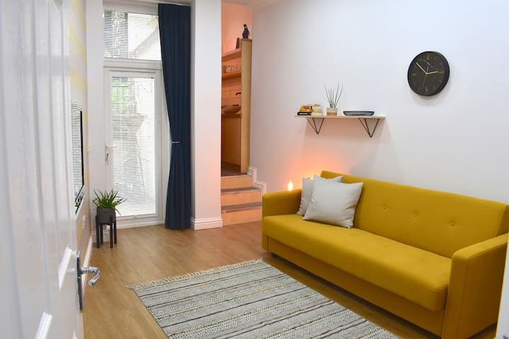 Modern & Stylish Edinburgh 1 Bed Flat with Garden