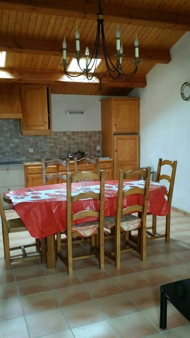 Cuisine salle à manger traditionnelle et conviviale