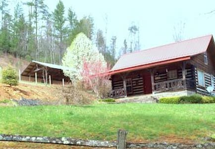 Smoky Mtn. Retreat-Log Cabin Inn - Robbinsville