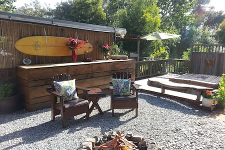 Ohana with Private Outdoor Shower and Hot Tub - Aptos - Mökki