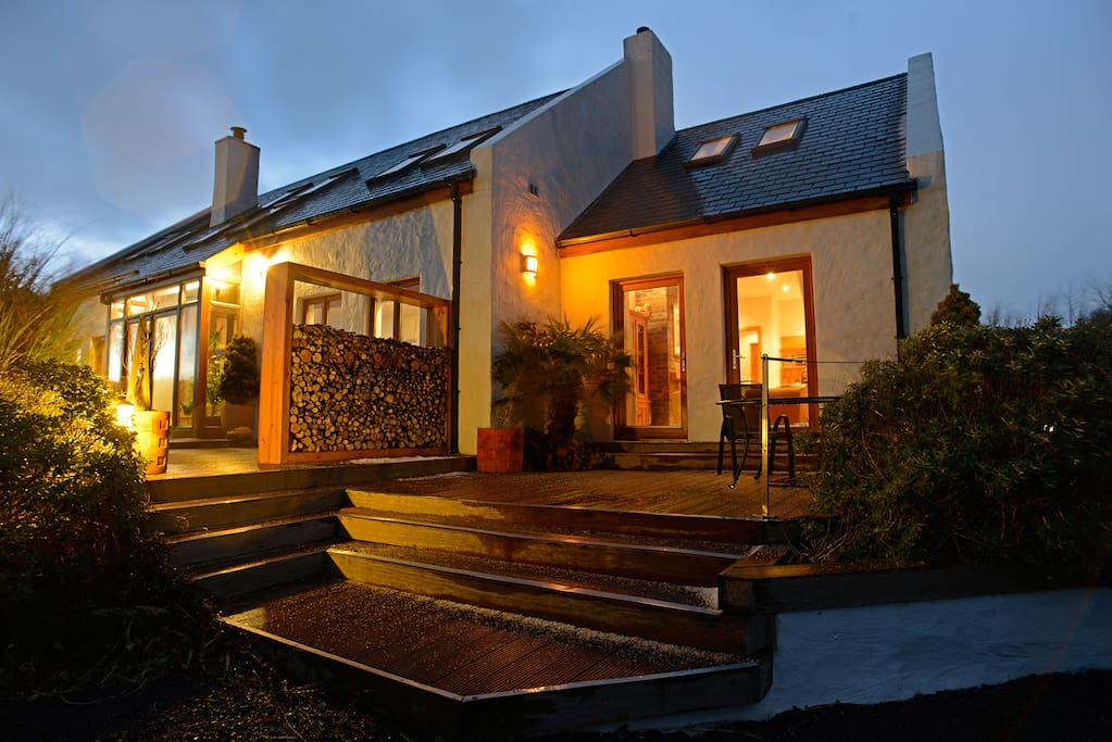 Croagh Patrick Apartment and deck at night