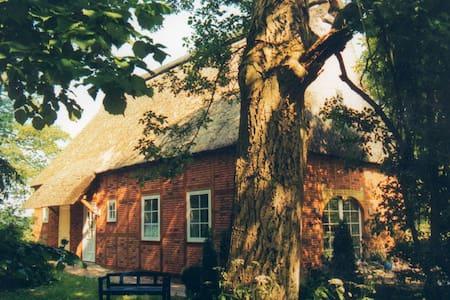 Historisches Landhaus in Flussnähe - House