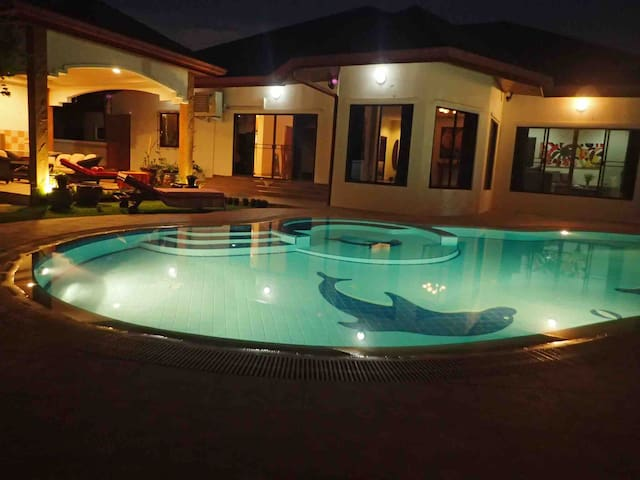 Beautiful & spacious 3BR house with private pool