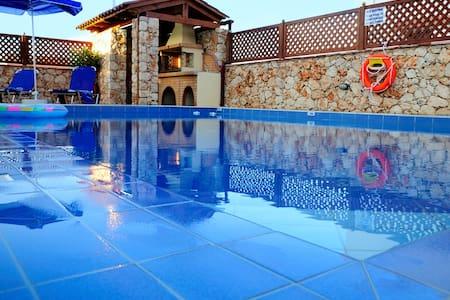 luxury villa στης καλυβες κοντα στη θαλασσα - Kalyves vio chorio - 别墅