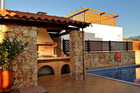 luxury villa στης καλυβες κοντα στη θαλασσα - Kalyves vio chorio - Villa - 2