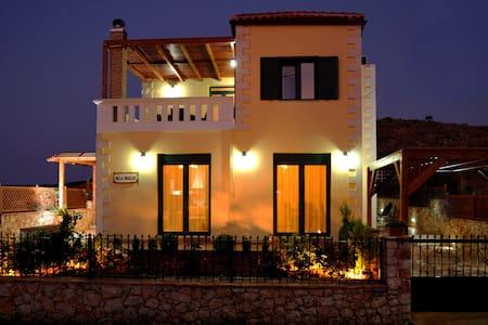 luxury villa στης καλυβες κοντα στη θαλασσα - Kalyves vio chorio - Villa - 1