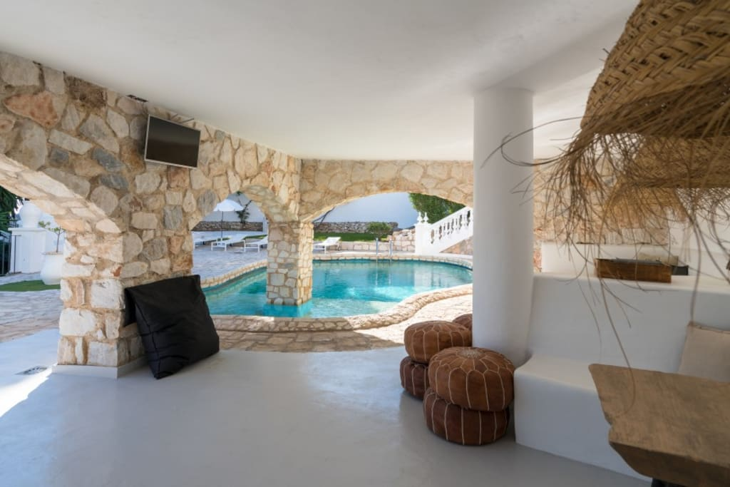 onze lounge met het heerlijke zwembad