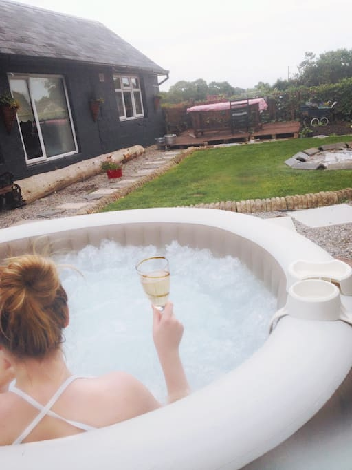 Hot tube for guest use , in back garden