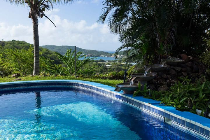 Hilltop Cottage with Swimming Pool - Culebra