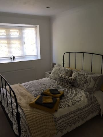 Spacious Double Room in Ickenham near to Uxbridge
