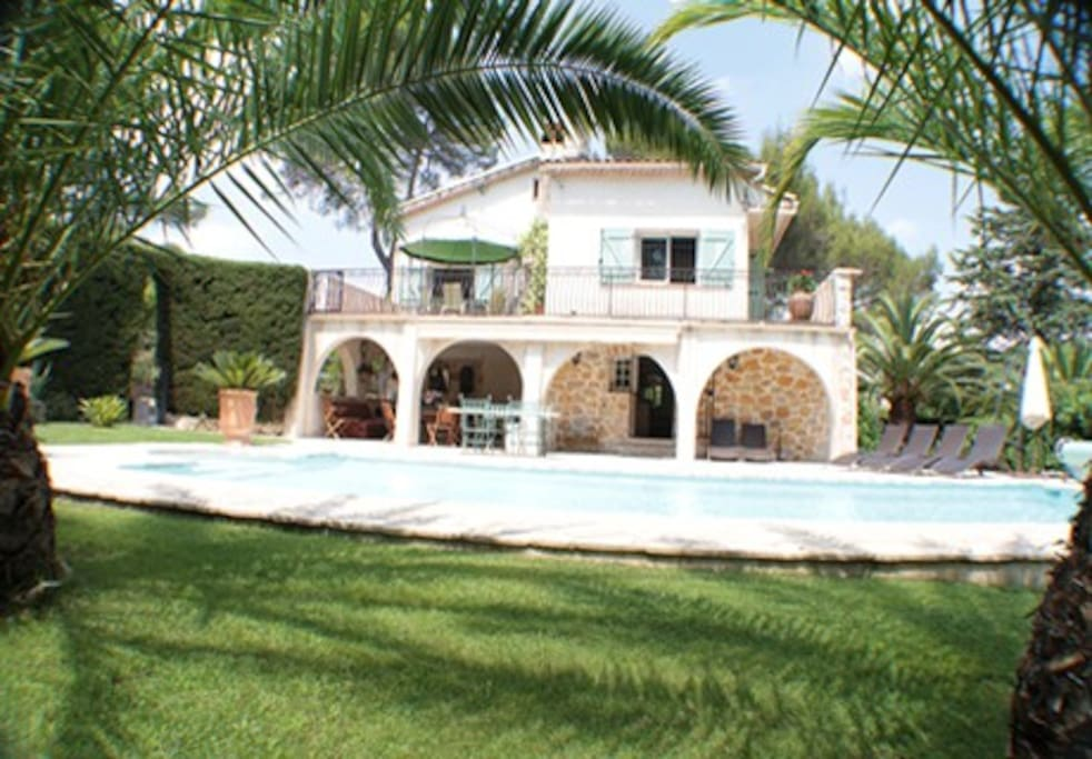 Villa south facing heated Pool view,open security fence
